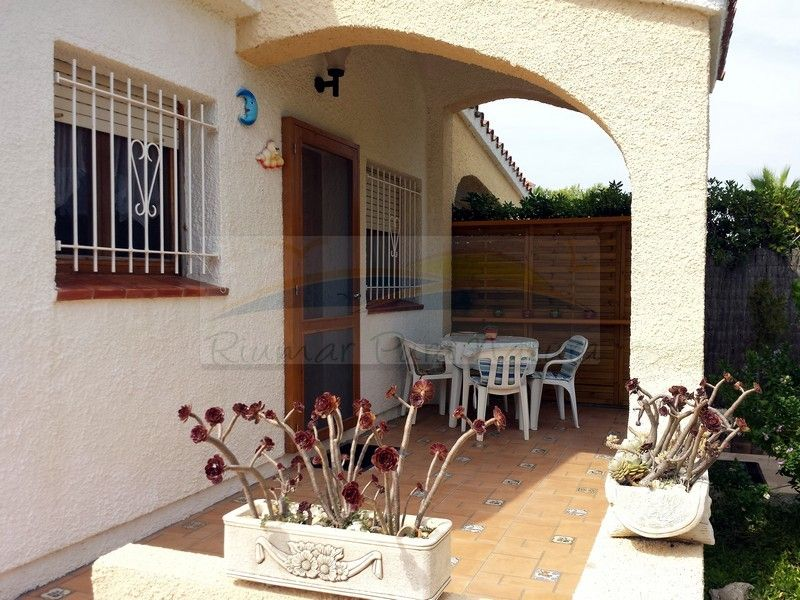 Chalet Marisol. Rent of houses and villas in Riumar, Deltebre, the Ebro Delta - 12