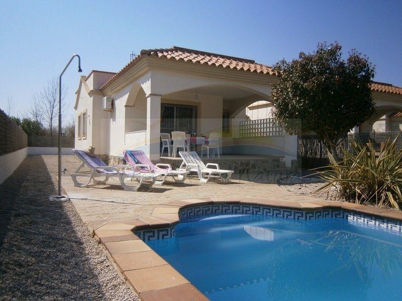 Chalet el fangar alquiler de casas y chalets en riumar - Chalet con piscina ...